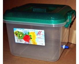Емкость для воды - контейнер на 8 литров с двумя штуцерами под шланг диаметром 8мм.