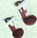 Поилка закрепляется непосредственно на сетку клетки с помощию гайки ( входит в комплект). Каплеуловитель регулируется по высоте относительно ниппеля.